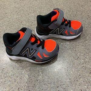 Newbalance tennis shoes size 5